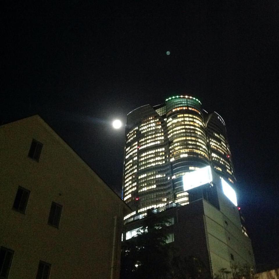 六本木の月